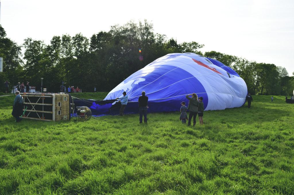 Der Ballon wird aufgeblasen