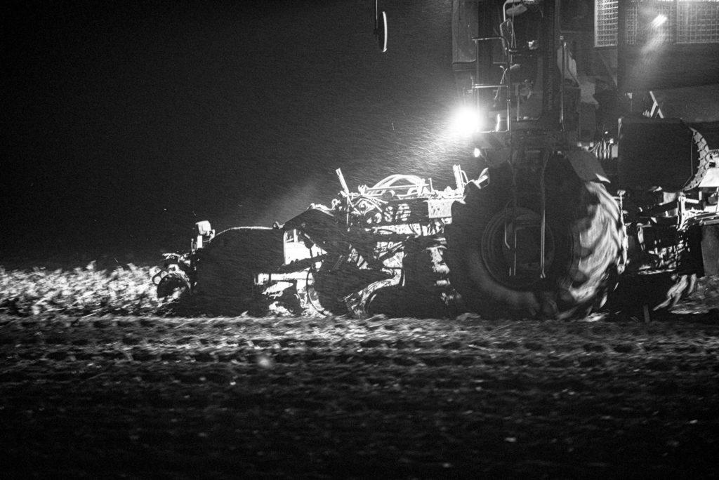 Rübenroder bei Nacht, Bilder aus der Landwirtschaft